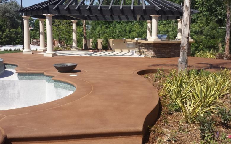 Waterproofing pool deck with Life Deck 20 series Stain