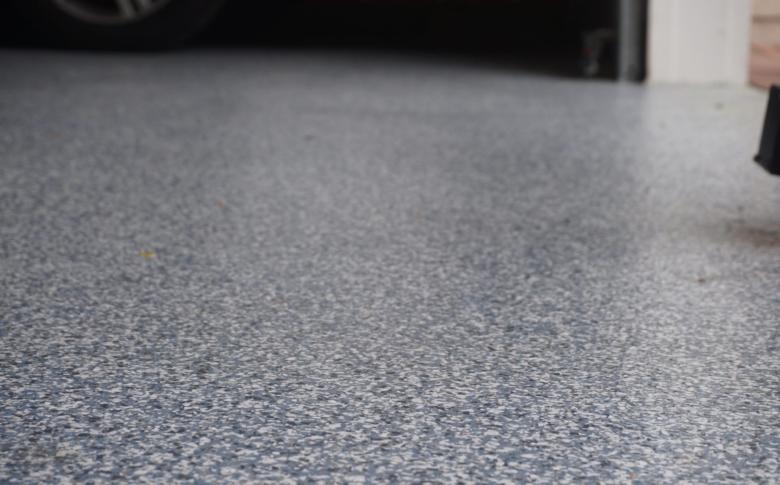 waterbed-epoxy-100_-acrylic-chip-system-garage-floor